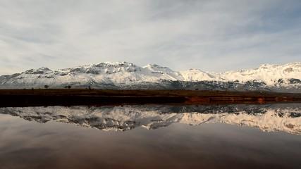ihtişamlı dağlar ve yansımalar