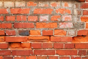 Старая стена из красного кирпича