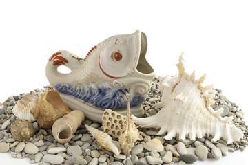 Seashells and porcelain fish .