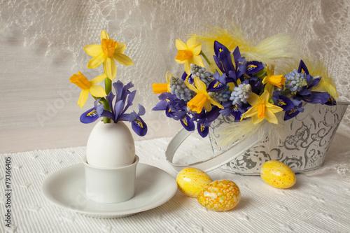 Foto op Canvas Iris Easter eggs flowers spring