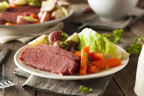 Foto op Canvas Vlees Homemade Corned Beef and Cabbage