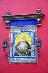 Sevilla, retablo cerámico de la Virgen de la Soledad