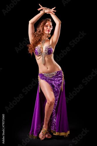 Fotobehang Dans Beautiful belly dancer in standing pose