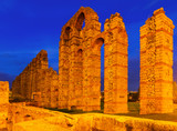 night view of old roman aqueduct at Merida - 79376288