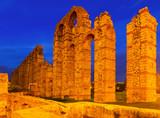 night view of old roman aqueduct at Merida - 79376288