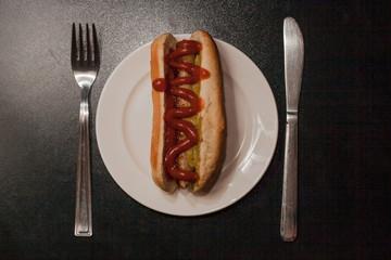 Красивая сервировка хот-дога