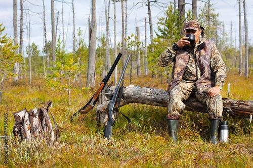 the hunter drinking tea on the halt - 79384665