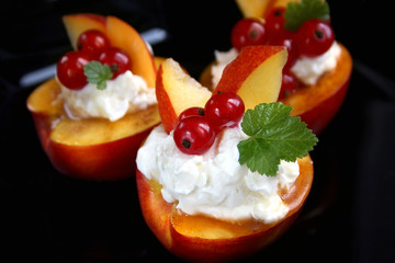 Peaches, Red Currants and Creamy Cheese Dessert
