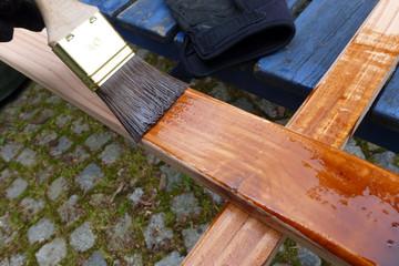 streichen mit Holzschutzfarbe