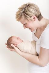 Mutter und Sohn :-) Baby gepuckt