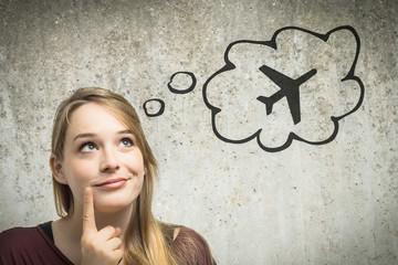 Junge Frau denkt an Flugzeug