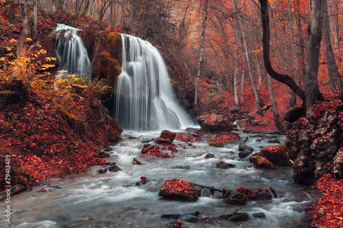 Poster Watervallen Beautiful waterfall in autumn forest