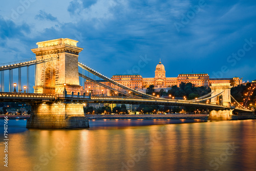 Foto op Canvas Oost Europa Buda Castle and Chain Bridge in Budapest, Hungary
