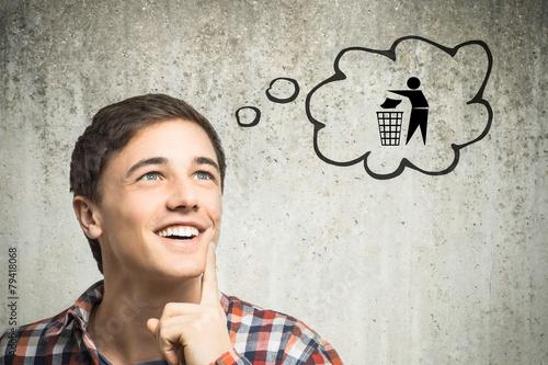 Leinwanddruck Bild Junger Mann denkt an Recycling