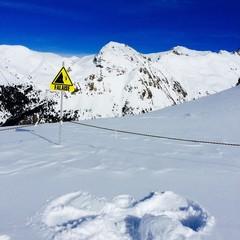 ange de neige en haut des montagnes