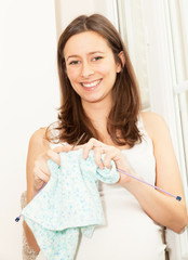 pregnant woman who knitted baby clothes