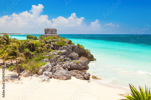 Foto op Plexiglas Caraïben God of Winds Temple on turquoise Caribbean sea. Tulum, Mexico