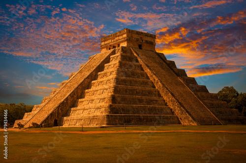 El Castillo of Chichen Itza, mayan pyramid in Yucatan, Mexico