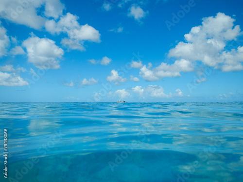 Foto op Aluminium Duiken Ozean mit Fischerboot