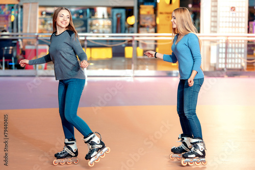 Beautiful girls on the rollerdrome - 79440405