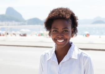 Fröhliche Brasilianerin in Rio de Janeiro