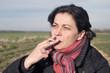 mère de famille et addiction au tabac - 79450467