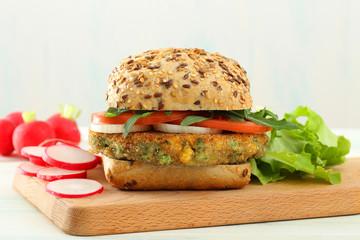 panino vegetariano con legumi e verdure