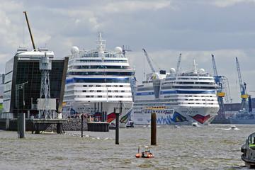 Aida-Kreuzfahrtschiffe im Hamburger Hafen