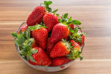 Erdbeeren in einer Glasschale
