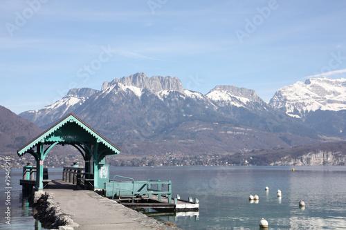 Papiers peints Montagne Sevrier, sur le bord du lac d'Annecy