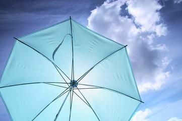 雨と紫外線をカットする傘
