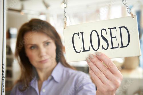 Leinwanddruck Bild Store Owner Turning Closed Sign In Shop Doorway