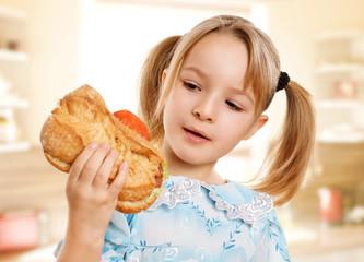 Mädchen hat Hunger