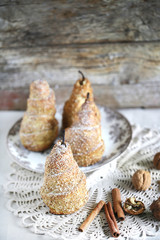 Puff pastry pears baked with cinnamon, sesame and walnuts