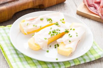 Crostoni di polenta gialla con fettine di  lardo