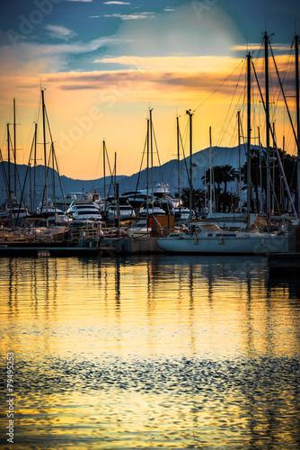 Papiers peints Fluvial Yacht port