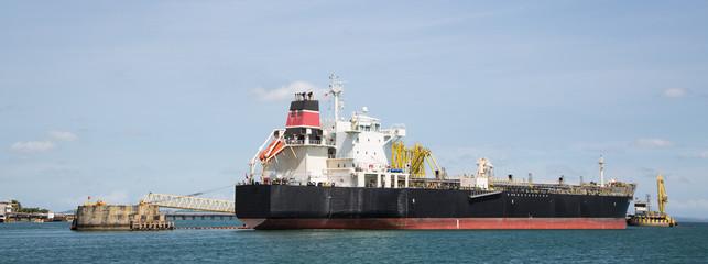 Erdöl: Cargo Schiff zum Transport von Mineralöl; Tankschiff