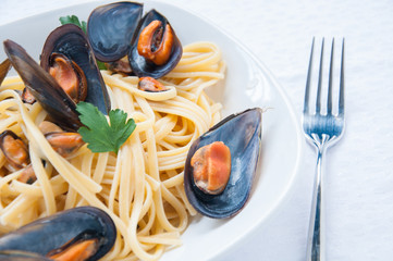 spaghetti with mussels tomato and parsley