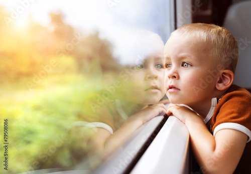 Poster Little boy travelling in train