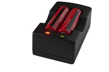 Зарядка аккумуляторов на белом фоне