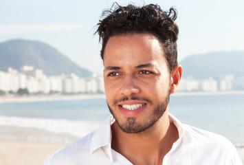 Attraktiver Brasilianer an der Copacabana