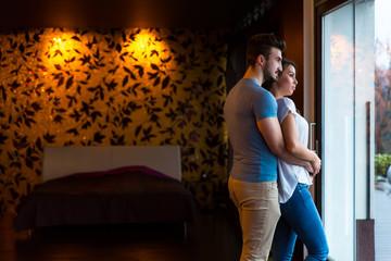 Junges Paar daheim