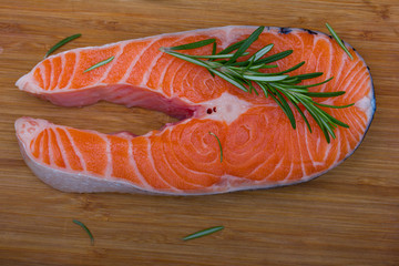 Кусок лосося и веточка розмарина