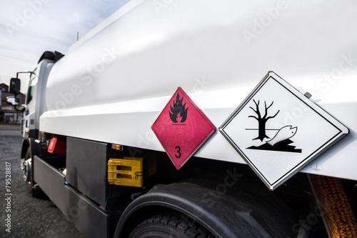 gasoline transporter - 79528817