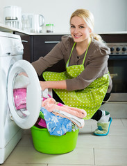 girl using washing machine