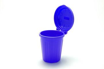 青色のゴミ箱