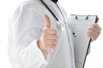 親指を立てる医師