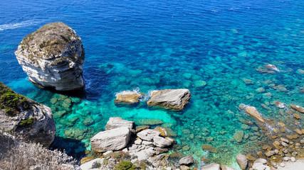 mer bleu et rocher Bonifacio - Corse