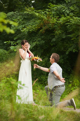 Bride and groom meet in their wedding day