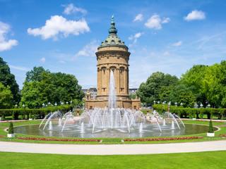Mannheim Wasserturm im Sommer